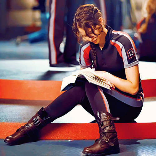 photo CelebritiesReadingJenniferLawrence_zps3347f6f0.jpg