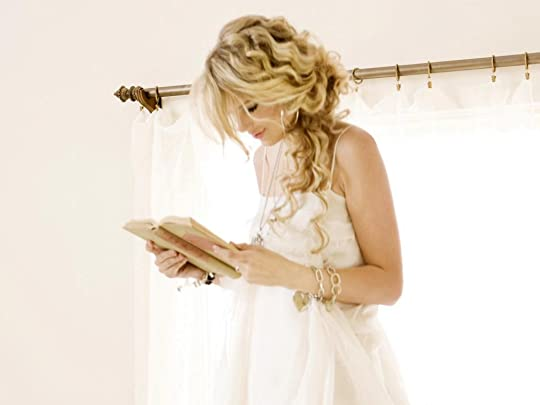 photo celebritiesreadingtaylorswift_zpsae24d0ae.jpg