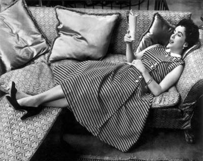 photo CelebritiesReadingElizabethTaylor_zpsaeb05bf1.jpg