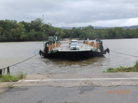Ferrying cars across Daintree River on cables