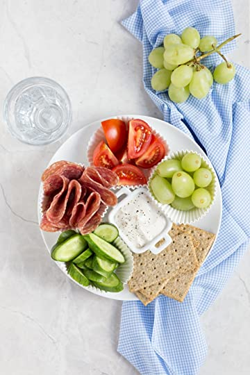 Adult Lunchable! Make your own delicious, healthy lunchable with salami (any deli meat), Arla cream cheese, sliced vegetables, and crackers! Great for a kid friendly school lunch