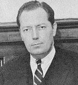 Jim Garrison by Eddie Adams - http://www.republiquelibre.org/cousture/images7/JFK6.JPG. Licensed under Fair use via Wikipedia -