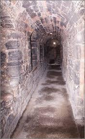narrow passage to dungeon