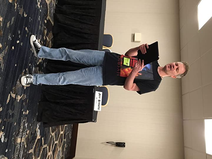 Jeff Strand gave a fantastic reading of two hilarious horror tales. He is a towering presence. One highlight of the con was our