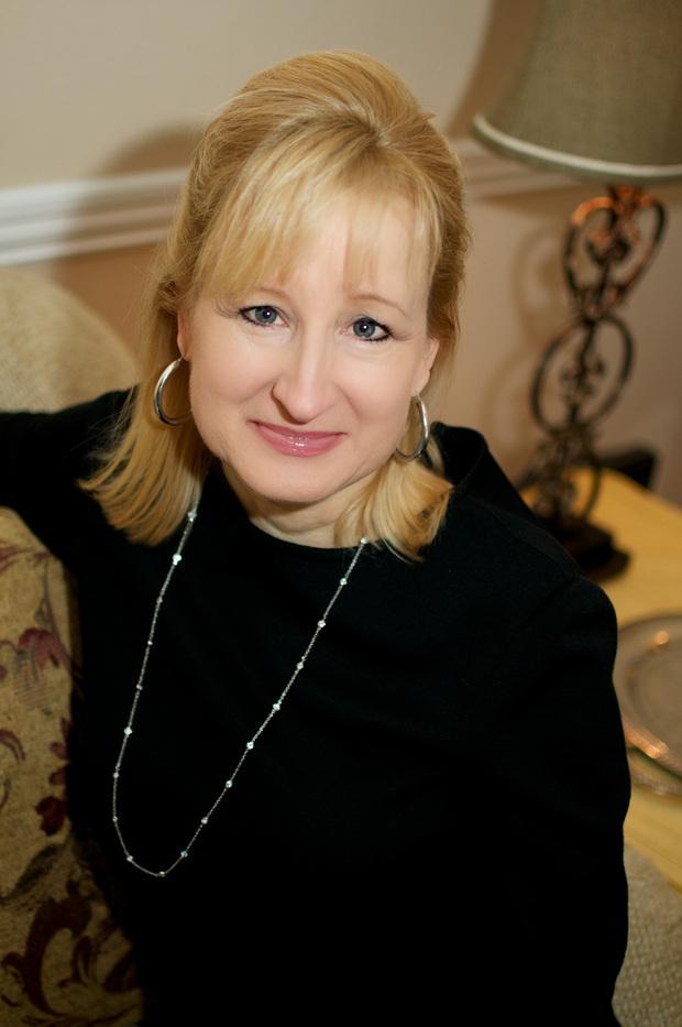 Tina Leonard