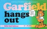 Garfield: hangs out