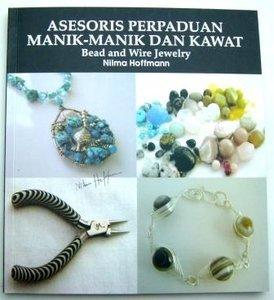 Asesoris Perpaduan Manik-Manik dan Kawat Bead and Wire Jewelry
