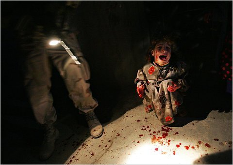 Chris Hondros photograph of Samar Hassan, 5, screaming, covered in her parents' blood after they were shot in Iraq