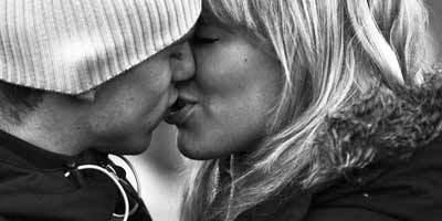 photo kissing_zps347649cd.jpg