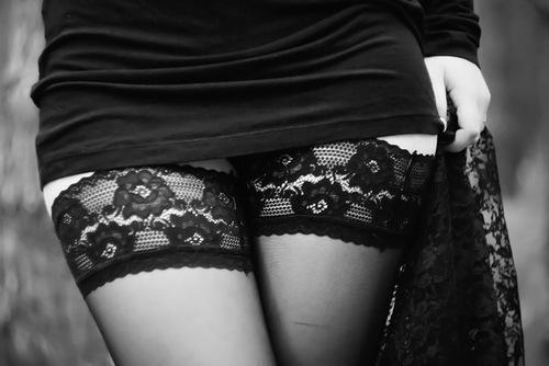 девушки в черных чулках фото