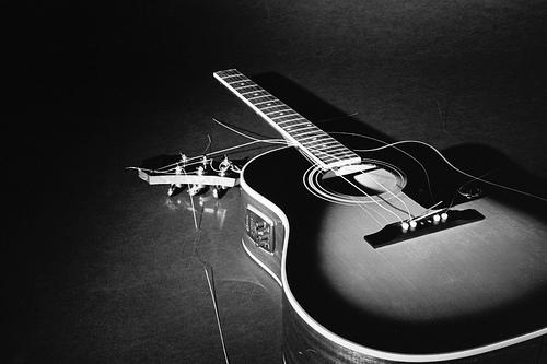 photo broken-guitar1_zps30acb17a.jpg