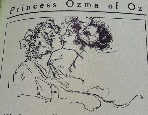 Ozma and Dorothy snogging