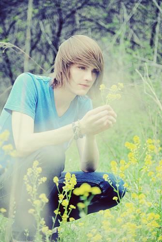 photo beautiful-blonde-blonde-hair-blue-eyes-boy-Favimcom-284337_large_zps7b4b1b31.jpg