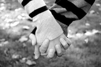 love photo: Lovely Holding_hands_by_homarte-1.jpg