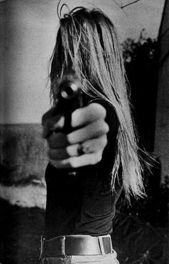 photo girl-gun-killer-Favimcom-664345.jpg