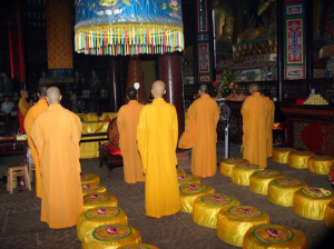 monks-china-leshan-cc-drs2biz