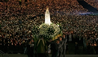 photo Fatima_Portugal_A-statue-of-the-Holy-Virgin-Mary_Candlelight_Service_zps7cd99b56.jpg