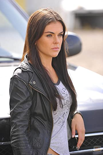 photo 28168_serinda-swan-estrena-primer-episodio-breakout-kings_zps950c209f.jpg