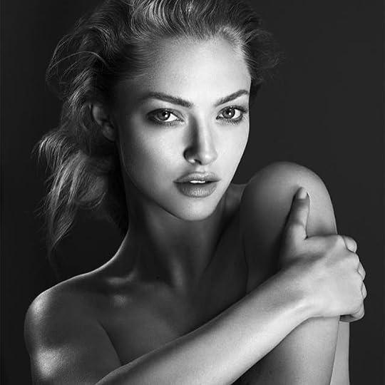 photo amanda-seyfried-cle-de-peau-beaute-2014-campaign3.jpg