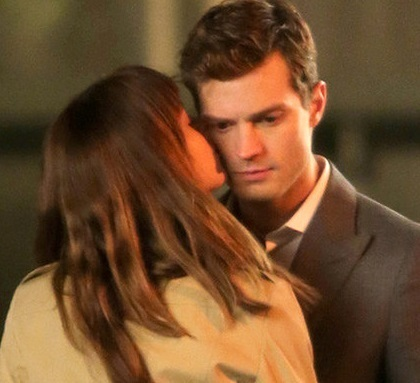 photo rs_560x415-131213142050-1024.Dakota-Johnson-Jamie-Dornan-50-Shades-of-Grey.ms.121313_zpswjuj4kxm.jpg