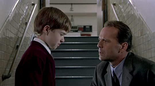 a fast pacedhorror movie experience in the sixth sense by m night shyamalan The sixth sense malcom crowe is a child psychologist who receives an award on the same night that he is visited by a very unhappy ex-patient after this encounter, crowe takes on the task of curing a young boy with the same ills as the ex-patient.