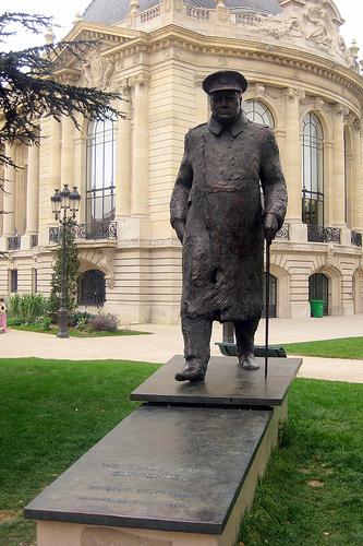 Paris - Les jardins des Champs-Elysées - La statue de Churchill