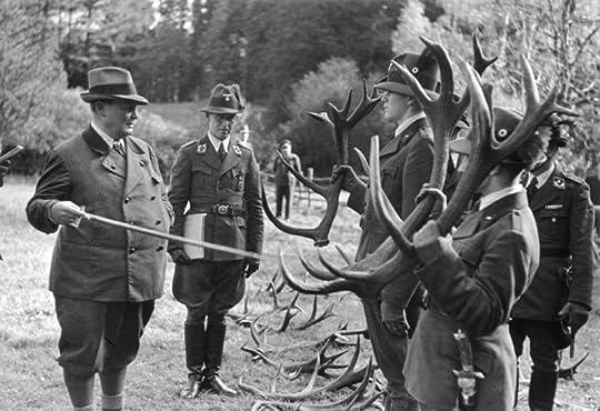 https://upload.wikimedia.org/wikipedia/commons/7/7a/Bundesarchiv_Bild_146-1979-145-04A,_Hermann_G%C3%B6ring_auf_der_Jagd.jpg