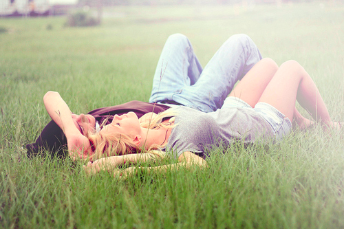photo couple-cute-grass-lain-down-Favim.com-671931_zpsbzwoqljs.png