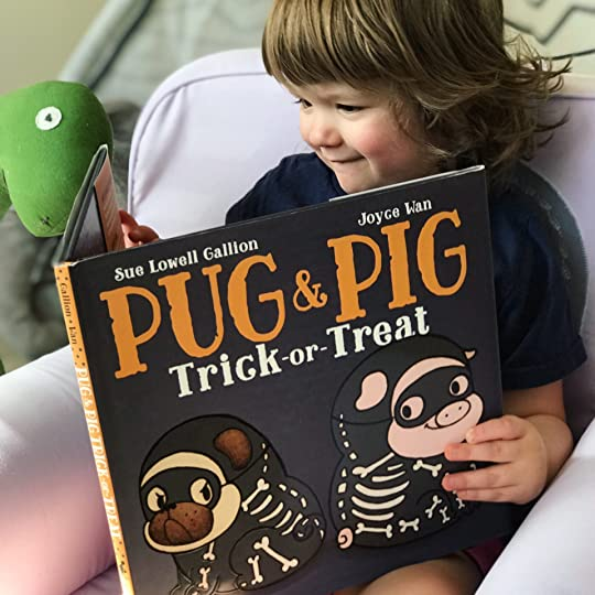 https://thebabybookwormblog.wordpress.com/2017/10/01/pug-pig-trick-or-treat-sue-lowell-gallion/