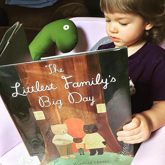 https://thebabybookwormblog.wordpress.com/2017/06/05/the-littlest-familys-big-day-emily-winfield-martin/