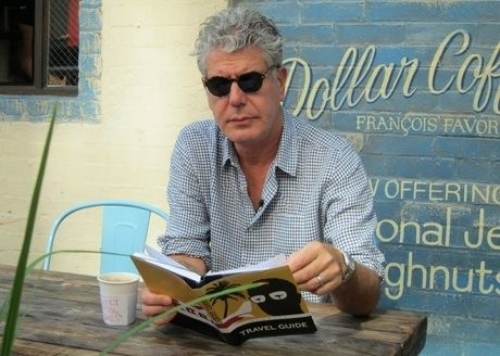 photo Anthony20Bourdain20reading_zpskrxdczwm.jpg