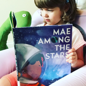 https://thebabybookwormblog.wordpress.com/2018/07/23/mae-among-the-stars-roda-ahmed/