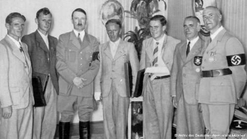 photo HitlerPhoto_zps0ba51f7d.jpg