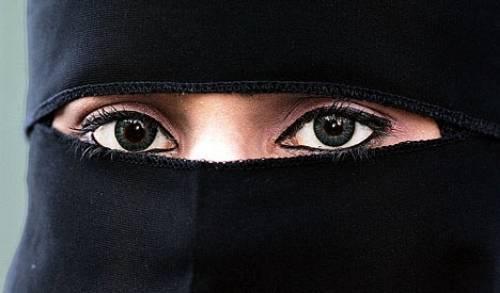 photo SaudiaArabianeyes_zps457b5eba.jpg