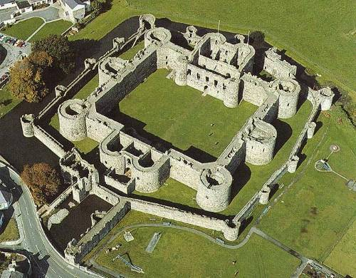 photo beaumaris20castle_zpsykbaad7b.jpg