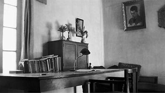 میز صادقهدایت و اتاقش، در تهران