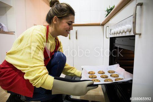 pretty woman baking