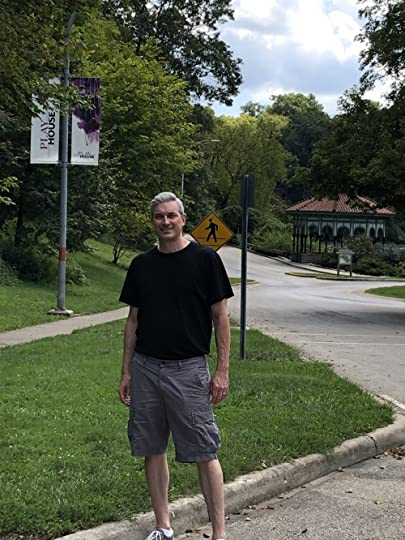 George Remus murdered Imogene in Eden Park, Cincinnati's version of Central Park in the 1920s. The murder location is behind me in this photo, in this stretch of roadway.