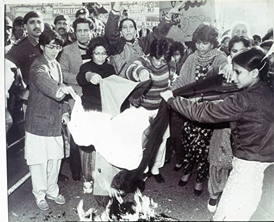Pakistani women burning dupattas