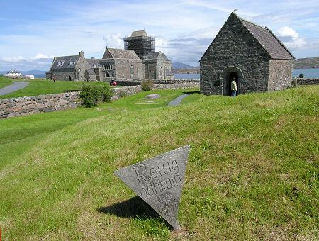 Relig Odhráin & St Oran's Chapel