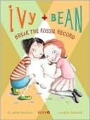 Ivy and Bean Break the Fossil Record (Ivy and Bean, #3) Annie Barrows