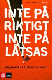Inte på riktigt, inte på låtsas Maja-Maria Henriksson