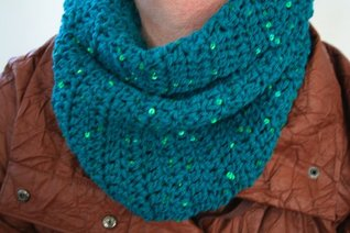 Crochet pattern green cowl / scarf size will fit teens and adults  by  Luz Mendoza