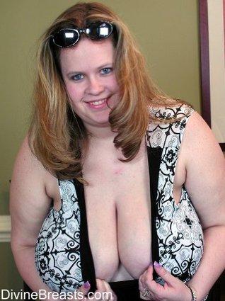 Busty Nicole Huge Boobs BBW of DivineBreasts.com Jeff Kawl