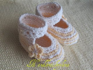 Knitting Pattern Summer Shoes for a Baby Girl in Sizes 0-3, 3-6,6-9 Months  by  Yelena Chen