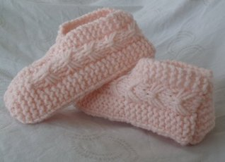 Easy to Knit Bow Slippers  by  Janis Websdale