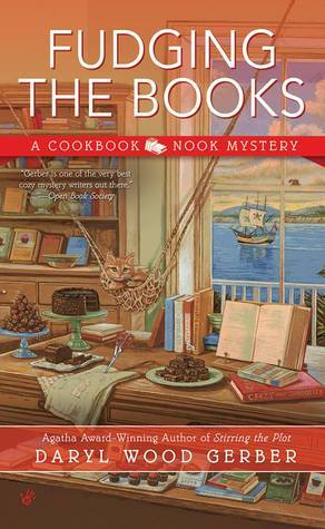 Fudging the Books (A Cookbook Nook Mystery) Daryl Wood Gerber