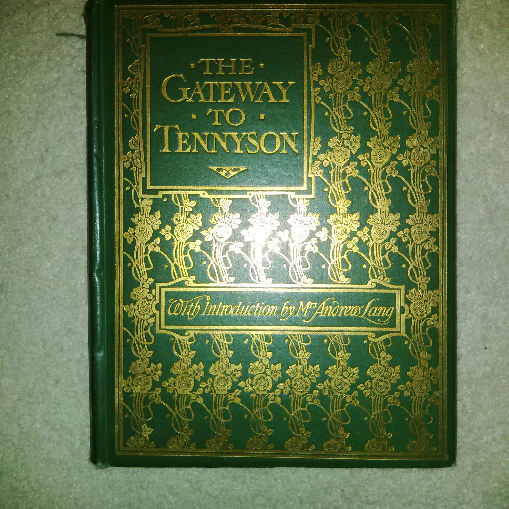 The Gateway to Tennyson  by  Tennyson with an introduction by Mrs. Andrew Lang