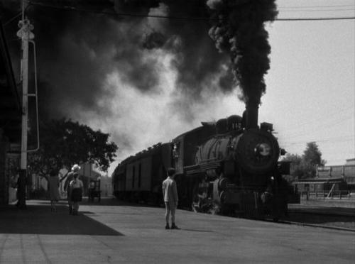 photo shadow-of-a-doubt-train_zps89377fc8.jpg
